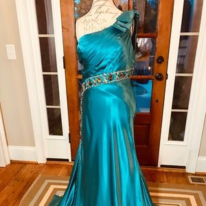 Panoply Dresses - Elegant Evening Gown. Panoply Style 14385